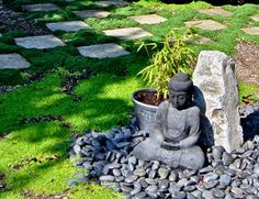 The first kind of Japanese garden you need to take into account is a rock garden, which often contains the element of sand. Developing a Japanese garden of your very own may look like a very simple… Mini Jardin Zen, Mini Zen Garden, Asian Garden, Water Garden, Japanese Garden Design, Backyard Garden Design, Backyard Landscaping, Backyard Ideas, Landscaping Ideas