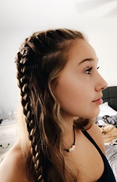 99 Spectacular French Braid Hairstyles Ideas You Must Try Now Braid hairstyles are cute and sexy, and are fast becoming a popular trend for celebrities like Jessica Alba and non-celebrities as well. From side bra. French Braid Hairstyles, Box Braids Hairstyles, Pretty Hairstyles, French Braids, Cute Quick Hairstyles, Hairstyles Videos, Updo Hairstyle, Wedding Hairstyles, Hair Inspo