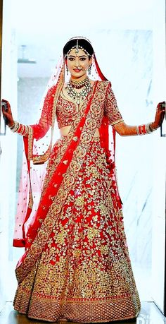 This app includes a collection of best handpicked Indian Bridal Dresses. Indian Bridal Photos, Indian Bridal Outfits, Indian Bridal Lehenga, Indian Bridal Wear, Indian Dresses, Bridal Dresses, Saris, Wedding Lehanga, Indian Wedding Bride