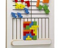 Muurspel, vormen en kleuren herkennen met het Tetrik educatief wandspel. Leerzame speelwand met puzzel
