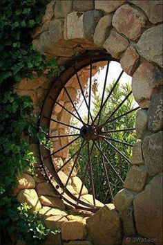 Garden wagon wheel wall ~ clever and kind of mysterious!