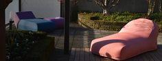 Rondò è una chaise loungue by Rever caratterizzata per la sua morbidezza e il suo design innovativo, in grado far rilassare coloro che si sdraiano su di essa. Showroom, Outdoor, Design, Outdoors, Outdoor Games, The Great Outdoors, Fashion Showroom