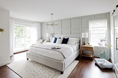 Home Design Inspiration - The Urbanist Lab - Hauptschlafzimmer-Eckfenstersitz Source by Gray Bedroom, Home Bedroom, Modern Bedroom, Bedroom Wall, Bedroom Furniture, 1920s Bedroom, Furniture Layout, Wainscoting Bedroom, Wainscoting Styles