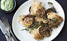 Mere hverdagsmad….nemt selvfølgelig! Du kan osgå bruge en hel kylling og dele den i 8 stykker. Vær opmærksom på at brystkødet skal have kortere tilberedningstid. Bug i øvrigt også broccolipuréen i sandwich eller som dip til grøntsager. Opskriften er til 2-3 personer. 4-6 kyllingeoverlår olivenolie salt 2 økologiske citroner 4 kviste rosmarin BROCCOLIPURÈ 1 broccoli, …