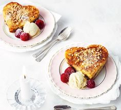A loving spoonful in the form of delicious heart-shaped French toasts with a sweet chocolatey filling