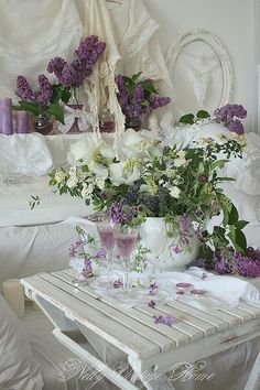 Welcome Spring ! The beauty of a quiet cozy space, scented with Lilacs and a delicious refreshment.