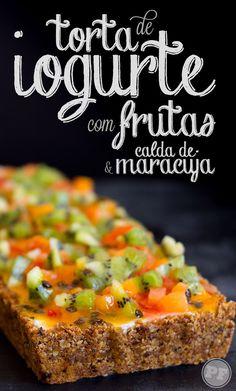 Torta de Iogurte com Frutas e Calda de Maracujá via PratoFundo.com