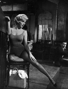 """Marilyn Monroe e Yves Montand en """"El Multimillonario"""" (Let's Make Love), 1960"""