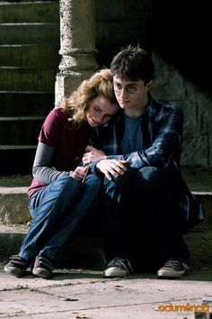 Are those velcro shoes Hermione? Harry Potter bts - Harry and Hermione Harry Potter World, Images Harry Potter, Mundo Harry Potter, Harry James Potter, Harry Potter Cast, Harry Potter Tumblr, Harry Potter Fandom, Harry Potter Universal, Harry Potter Memes