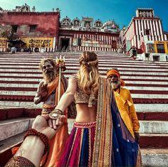 Varanasi, India (the photo series by Russian Photographer, Murad Osmann) Photos Fitness, Murad Osmann, Stage Yoga, Yoga Lyon, Visit India, Photo D Art, Photos Voyages, Varanasi, Photo Series
