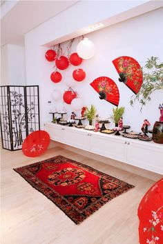 Epic 10 Best Chinese Lunar-themed Designs and Decorations for You to Have Chinese New Year arrives, its time to clean the house and create a more lively atmosphere with a variety of typical Chinese New Year decorations. Chinese Birthday, Japanese Birthday, Chinese New Year Party, New Years Party, Asian Party Decorations, Chinese New Year Decorations, New Years Decorations, Japanese Theme Parties, Cherry Blossom Party