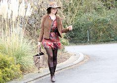 Outfit: Tunika mit Fedorahut und Lederjacke im Bohemianstyle