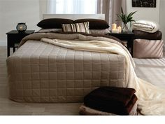 Fitted bedspread from pillowtalk in linen, stone and chocolate