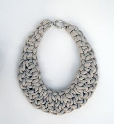 Cultivating Creativity: DIY Crochet Necklaces ༺✿ƬⱤღ http://www.pinterest.com/teretegui/✿༻