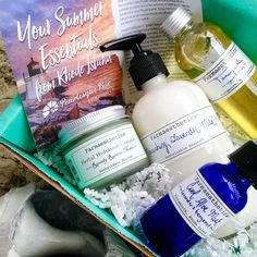 June Pearlesque Box full of Farmaesthetics products, review on my blog, rawdorable.blogspot.com #pearlesquebox #subscriptionbox #farmaesthetics #beauty #naturalbeauty #greenbeauty #skincare