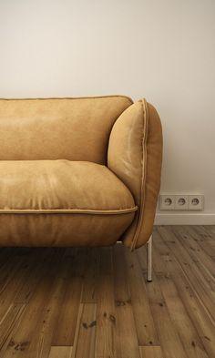 Sofá de couro claro
