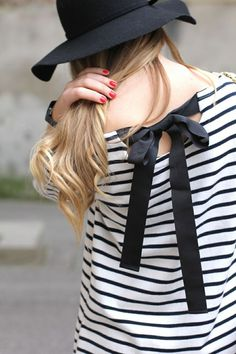 Striped blouse with bow tie back Pull Marine, Marine Look, Looks Chic, Looks Style, Style Me, Style Blog, Look Fashion, Fashion Beauty, Womens Fashion