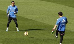 Casillas y Keylor Navas, todo lo contrario de la «culpa». http://www.fundeu.es/recomendacion/casillas-y-keylor-navas-culpa-culpable-de-cronica-liga-bbva/  Foto: ©Archivo Efe/J. J. Guillén