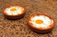 La receta se cocina en sartén y horno, pero puede prepararse en menos de 15 minutos. #cena #huevos #receta