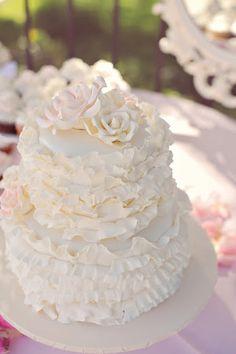 pretty vintage wedding cake (image by Arina B Photography) #vintagewedding #vintageweddingcake