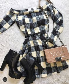 Cute - a little edgy but kind of sweet and vintage too. Boat necks look good on me Pretty Outfits, Winter Outfits, Summer Outfits, Cute Outfits, Look Fashion, Winter Fashion, Fashion Outfits, Womens Fashion, Fashion Trends
