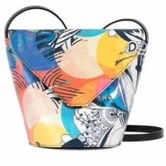 Wear this luxury bag in all seasons for a perpetual flowers season. Beautiful designer leather handbags and accessories for women. Designer Leather Handbags, Crossbody Bag, Tote Bag, Luxury Bags, Wearable Art, Leather Bag, Colours, Cross Body, Orice