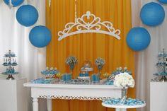Cinderela em Amarelo & Azul com Macarons