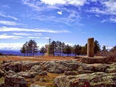No hace falta subir a las alturas del Parque Natural de Guadarrama para encontrar cerros con todo su encanto ....