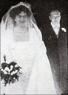 A young Clemetine Hozier and Winston Chruchill just before their wedding on 12 September 1908