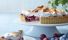 Stikkelsbærrene er både syrlige og søde, og rigtig gode i denne dejlige tærte med fløjlsblød marengs. Cheesecake, Favorite Recipes, Sweets, Food, Inspiration, Biblical Inspiration, Gummi Candy, Cheesecakes, Candy