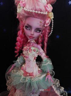 ooak monster high Monster High repaint OOAK custom by Lalarossa. Monster High Clothes, Custom Monster High Dolls, Monster High Repaint, Monster Dolls, Custom Dolls, Ooak Dolls, Art Dolls, Glossy Paint, Hair Decorations