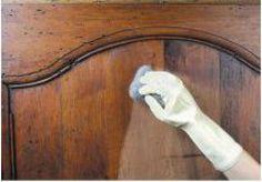 Cómo barnizar un mueble de madera paso a paso: Antes de barnizar, retira el acabado antiguo