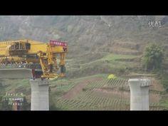 China: construção de uma ponte férrea por uma locomotiva que se desloca pela parte da linha já construída: