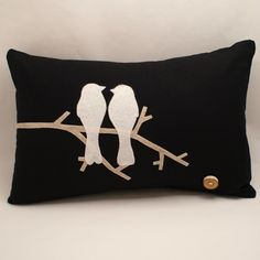Articoli simili a Love Birds - Linen Cushion Cover with Eco Felt - su Etsy Felt Cushion, Felt Pillow, Bird Pillow, Quilted Pillow, Cushion Pillow, Cute Pillows, Diy Pillows, Decorative Pillows, Cushions