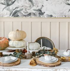 Simple but lovely Thanksgiving or fall centerpiece idea, SO easy to recreate this look! Thanksgiving Table Settings, Thanksgiving Centerpieces, Thanksgiving Crafts, Fall Crafts, Diy Craft Projects, Diy Crafts For Kids, Faux Pumpkins, Do It Yourself Crafts, Fall Table