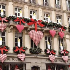 Paris store transitional display from holidays to Valentines? #visualmerchandising #retail