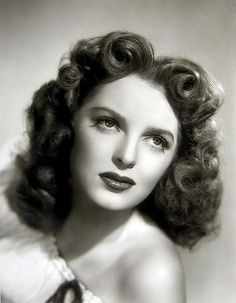 Julie London, 1945 finger waves still come in handy today for an old Hollywood glam look! Julie London, 1940s Hairstyles, Headband Hairstyles, Summer Hairstyles, School Hairstyles, Wedding Hairstyles, Updo Hairstyle, Vintage Hollywood, Hollywood Glamour