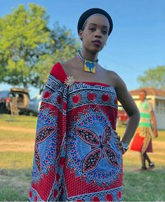 Girl In Swati Emahiya Traditional Attire With Beaded Neckpiece African Traditional Dresses, Traditional Outfits, Traditional Wedding, African Beauty, African Men, African Style, African Wedding Dress, Wedding Dresses, African Traditions