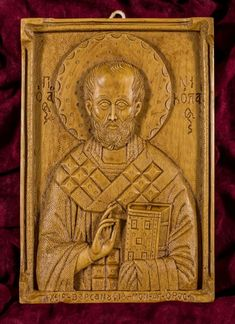 Saint Nicholas aromatic wall icon/plaque made with pure beeswax, mastic and incense from Mount Athos. Prim Christmas, Father Christmas, Retro Christmas, Saint Nicolas, Old Fashioned Christmas, Patron Saints, Christian Gifts, Wall Plaques, Hand Carved