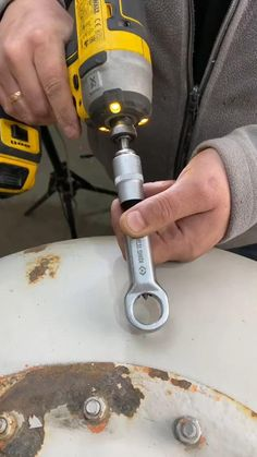 Clever Gadgets, Cool Gadgets To Buy, Garage Tools, Car Tools, Metal Working Tools, Home Tools, Tips & Tricks, Homemade Tools, Cool Inventions