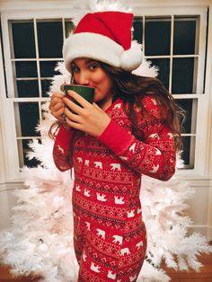 pin ↠ natalyelise7 Christmas Feeling, Cozy Christmas, Christmas Colors, Christmas Time, Xmas, Diy Ugly Christmas Sweater, Christmas Pajamas, Outside Christmas Decorations, Christmas Wonderland