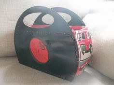 LP Vinyl Record Handtasche Retro Vintage MOD handgemacht Lp Vinyl, Vinyl Art, Vinyl Records, Vinyl Record Projects, Comic Book Crafts, Retro Vintage, Money Making Crafts, Cd Crafts, Fabric Boxes
