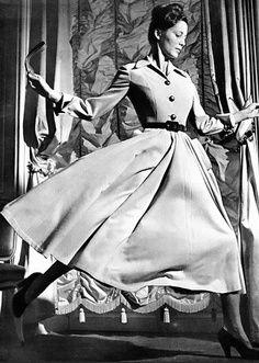 christian dior 1940s fashion   Christian Dior haute couture 1947. Honeyman photography.
