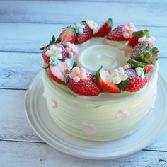 旦那の同僚が来てくれるのでお正月っぽく✨ 抹茶ショートケーキ苺サンド #お正月#ショートケーキ#抹茶#バタークリーム#苺 #ケーキ#デコレーションケーキ#お菓子#お菓子作り#スイーツ#decorationcake#cake#sweets#handmade #strawberry #instdfood