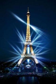 "If the Tour Eiffel is the sign of Paris, the Cathédrale de Notre-Dame de Paris is its heart. Sitting on the banks of the Seine, this marvelous architectural masterpiece is a guaranteed ""must-see"". Eiffel Tower Tour, France Eiffel Tower, Eiffel Tower Photography, Paris Photography, Beautiful Paris, I Love Paris, Paris Pictures, Paris Photos, Torre Eiffel Paris"