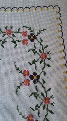 Flower patterns, cross stitch flowers, hand embroidery, le p Cross Stitch Heart, Cross Stitch Borders, Cross Stitch Alphabet, Cross Stitch Flowers, Cross Stitching, Cross Stitch Patterns, Crochet Baby Poncho, Crochet Bedspread, Crochet Tablecloth