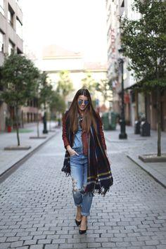 2015 Jacket: American Vintage / Shirt: Lee / Jeans: H&M/ Shoes: Eden x Sarenza / Bag: Clare Vivier/ Scarf: Vila,