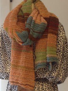 Halstørklæde. Let og lyst. Handmade by Christel