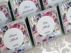 Ręcznie robione, eleganckie wizytówki na stół dla gości, winietki kwiatowe dekorowane cyrkonią i kokardką FL-42-W.