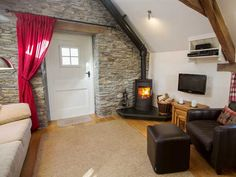 Y Storws living room with real fire sleeps 2